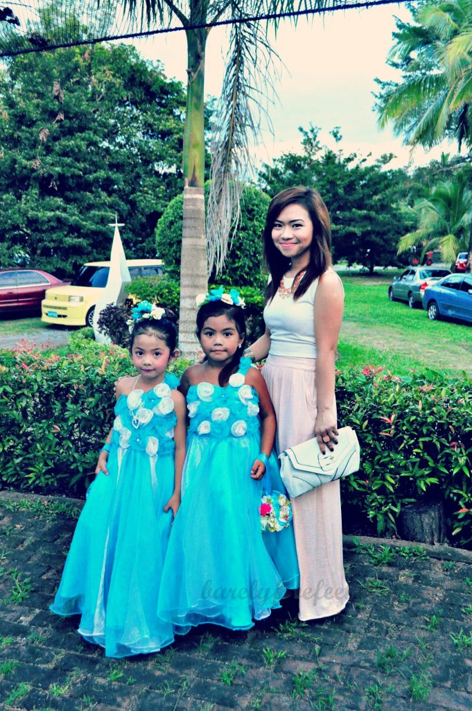 Give these flower girls a few years more, and they're sure to tower over me. :P